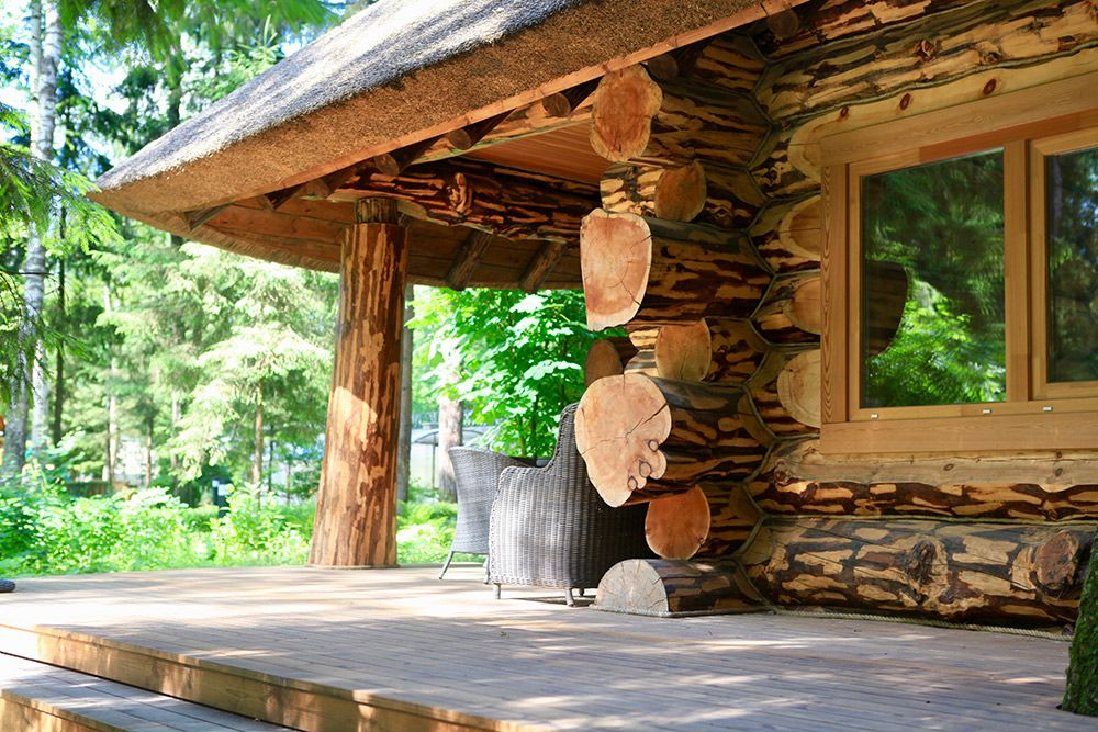 фото домов из бревна ручной рубки лиственница зачем стоит приехать