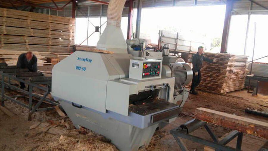 деревообробатывающее оборудование на предприятии